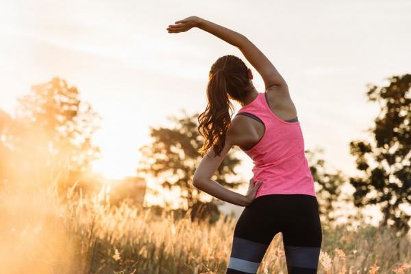 逆齡別忘練背肌!每天3動作強化肩頸腰,身形挺拔、骨骼不歪斜