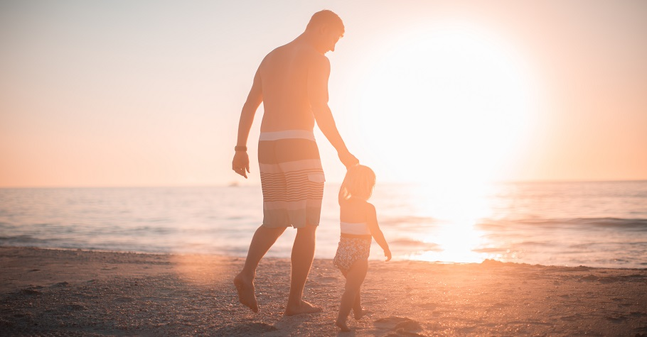 孩子會早戀,是因為現在的孩子比較早熟?諮商心理師:孩子和父母的關係,影響未來他和另一半的關係