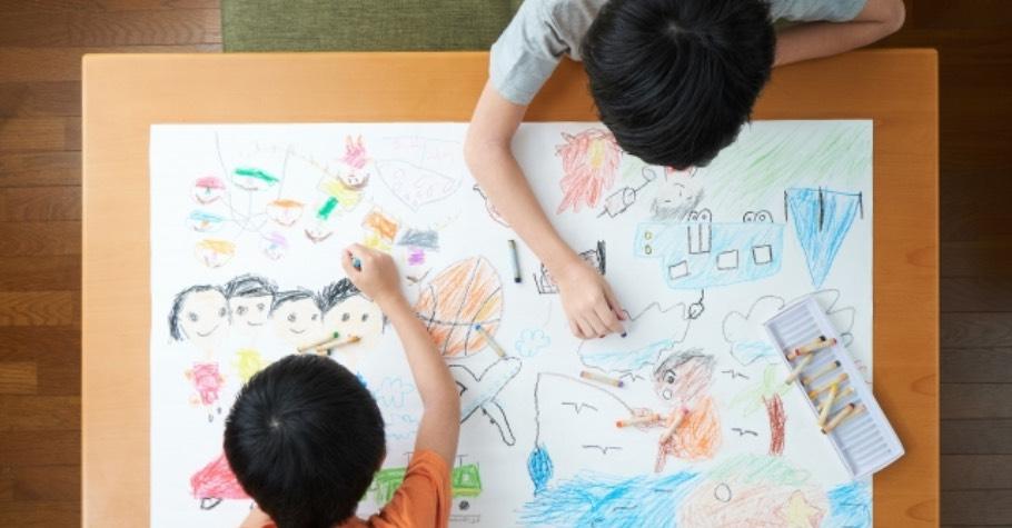 小孩停課在家,如何長時間和孩子共處?何翩翩:「不要讓孩子睡到飽,作息紊亂會讓情緒波動更大。」