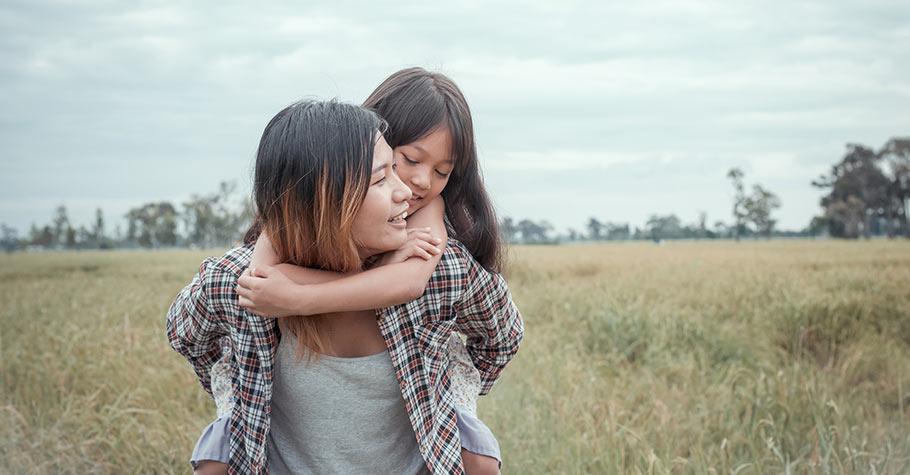父母要做的不是避免孩子有負面情緒,而是教孩子培養情緒心理特質,這樣哪怕人生有什麼遭遇,他都可以安然度過