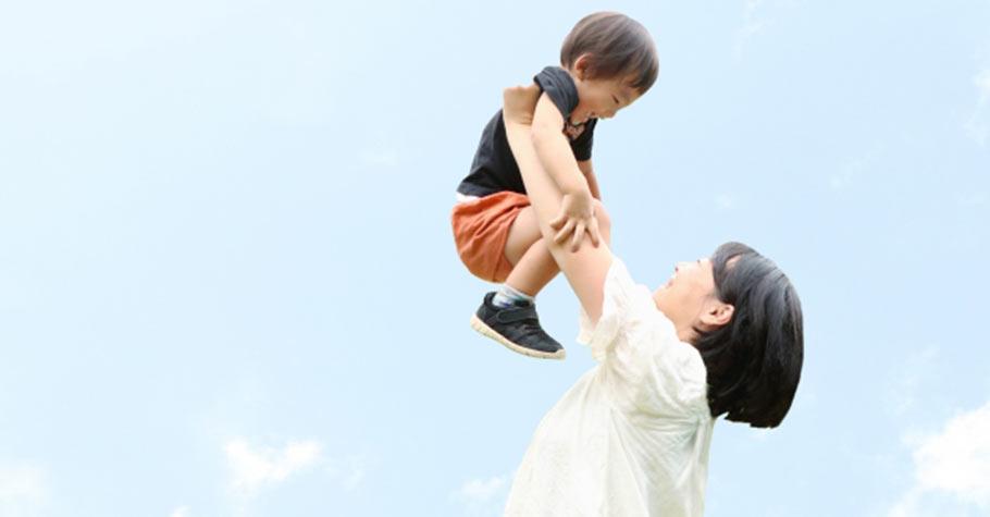 「我們會一直陪你的」當孩子遇到挫折時,能透過爸媽溫暖的語言,感受到自己是被愛的、被接納的,內心就能產生勇氣了