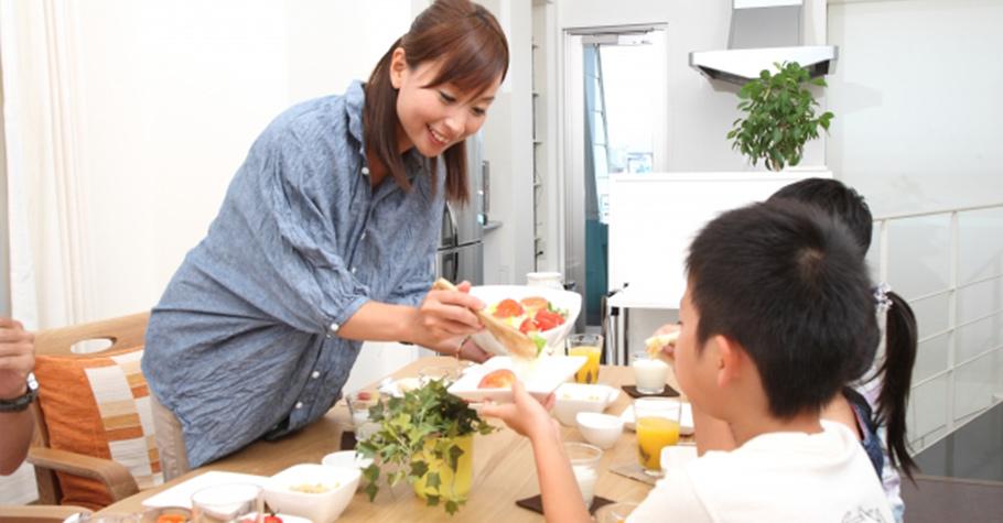 當我的奶奶烹調食物的時候,不只家人一起用餐,有朋友來訪也會受邀享用,奶奶過世以後,她樂於給予的心傳給了我...
