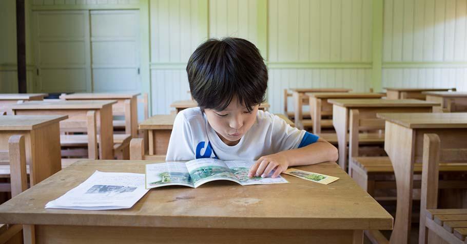 孩子聽不懂,不是他笨,是大人沒用他懂的方式教!面對學習障礙學生,他用「說」的取代「教」的
