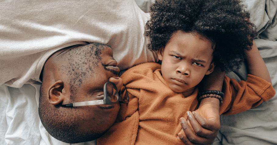 孩子的自私和不安全感,只在一線間,越是難教的孩子,越需要父母的愛