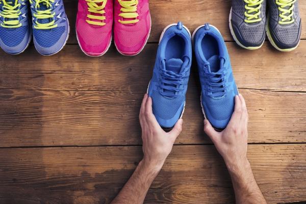 鞋子是健康之本!物理治療師:挑鞋前檢查5點,避傷腳與膝