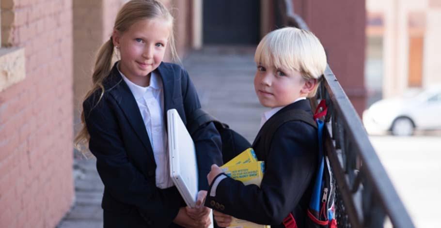 為什麼芬蘭小學沒有使用固定的教科書?因為學生多會自行運用科技或工具輔助去尋找答案
