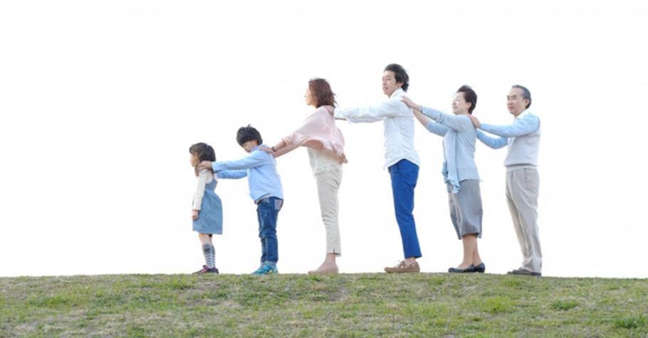 不要讓家人只是旁觀妳的生活,先生與孩子,都要積極的投入,媽媽不要自己帶頭霸凌自己