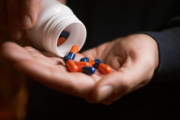 【顧爸媽】老人服藥的3原則:少、簡單、知道自己在吃什麼