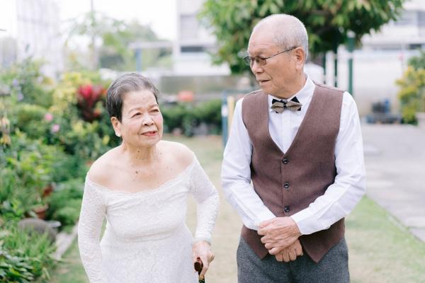 80歲拍婚紗!中年後,幫自己的家留下一張「創意全家福」
