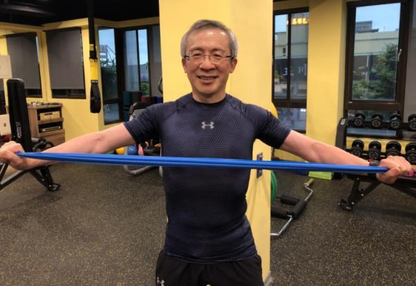 甩肉20公斤、60歲練出胸肌!糖尿病名醫游能俊的「一份醣」飲食法