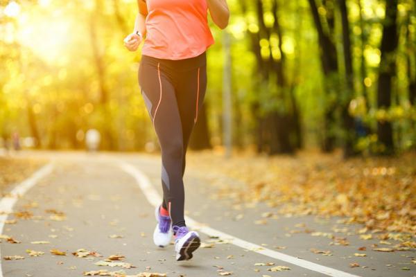 想抗老防失智?最新研究:每天多走1公里,心血管疾病下降90%
