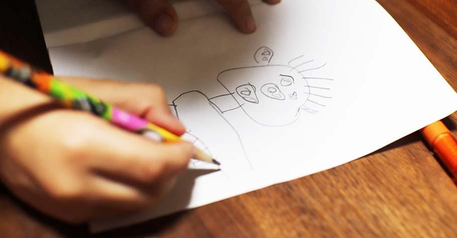 喜歡塗鴉亂寫代表孩子正在發展覺察力和創造力,與其制止不如合理引導