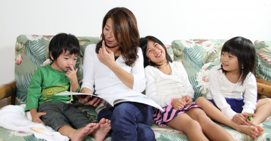 想學好英文不是送孩子去補習班就可以,父母更應該在家與孩子用英文練習塑造語言學習環境