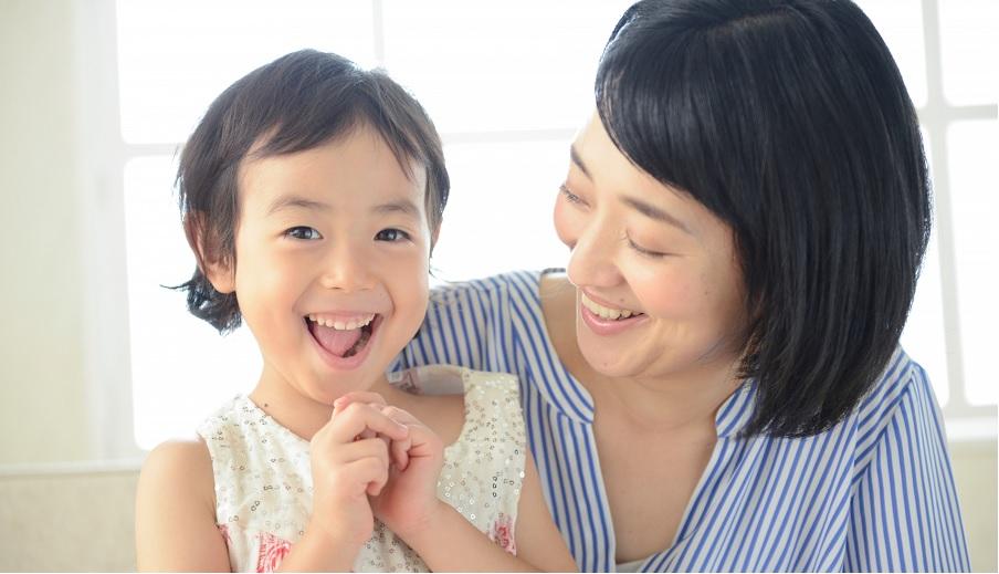 教孩子學做人、懂社交,從「好好打招呼」開始,父母除了用說的,身教更關鍵