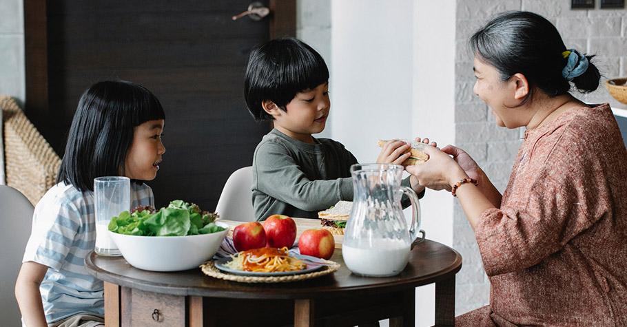 光是喝一罐可樂就超過孩子一天所需的糖量了,生長激素停止分泌2小時,只會讓孩子越喝越矮,嚴重影響發育