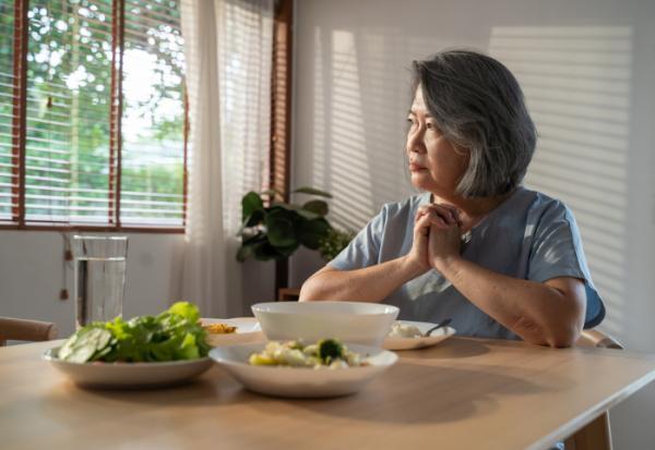 老爸生病漠不關心,還要求提前分遺產!70歲媽媽不想讓女兒繼承,遺囑該怎麼寫?