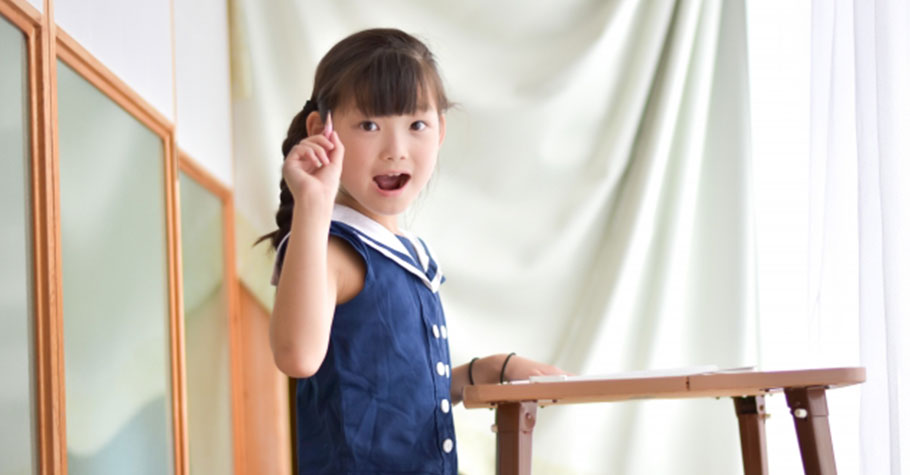 明明覺得孩子又可愛又聰明,卻得壓抑著不能講?親職教授:讚美孩子天經地義