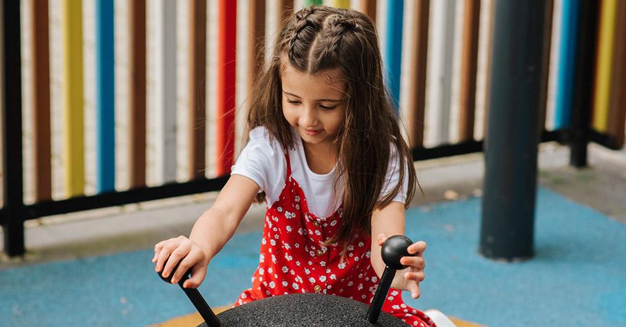 比起讀解力,更要磨練傳達力 》優秀的「聽說」能力,會成為孩子未來的武器。