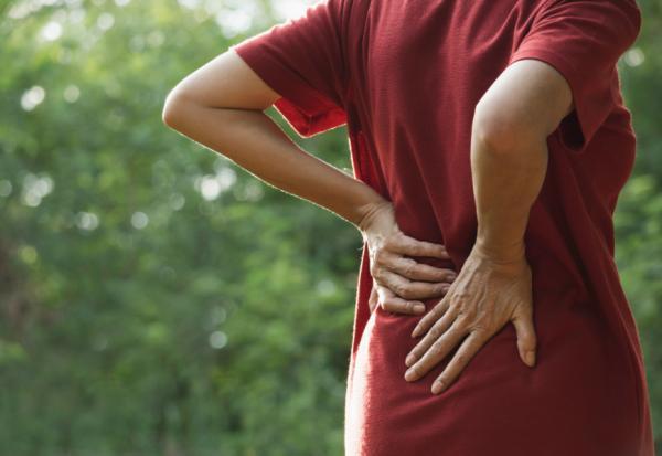 為何常腰痛?物理治療師:90%沒特定有原因!但要做7件事改善