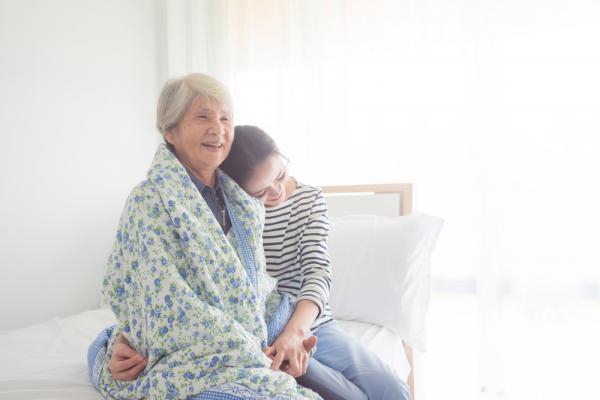 怎麼陪伴喪偶的雙親?不要試圖以自己的樂觀去理解別人