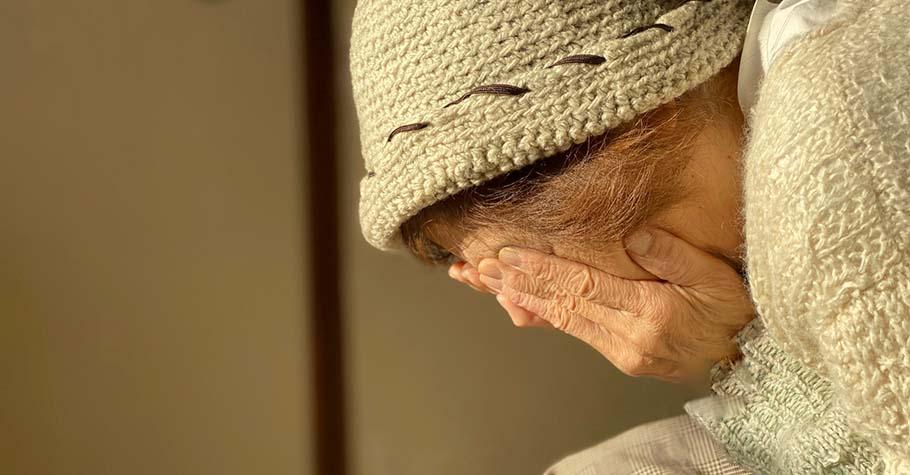 長達十多年照護年邁媽媽的日子,因為勉強硬撐,她得了「照顧者憂鬱症」...