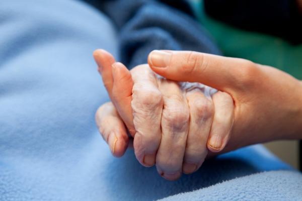 照顧者的心聲,為何每晚陪伴不如他人半小時探望?吳若權:重點在專注,不是效率