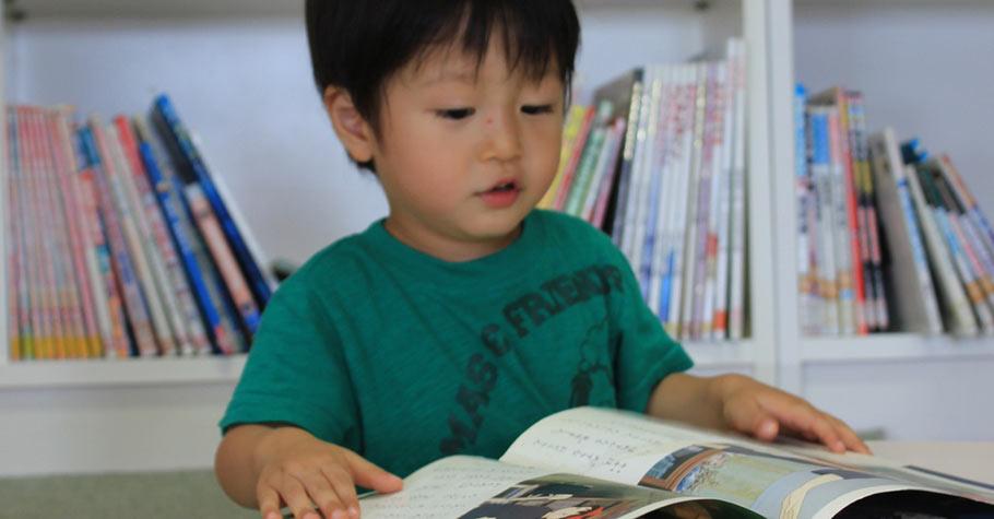 漫長暑假,爸媽正苦於找尋新書餵養孩子嗎?想讓孩子沉浸其中的書,往往是系列型的讀本與小說...