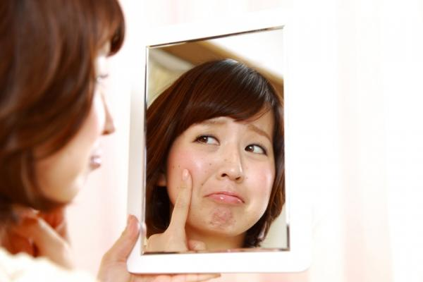 如何分辨曬斑、肝斑、老人斑?這樣預防,避免成為「郭台銘臉」