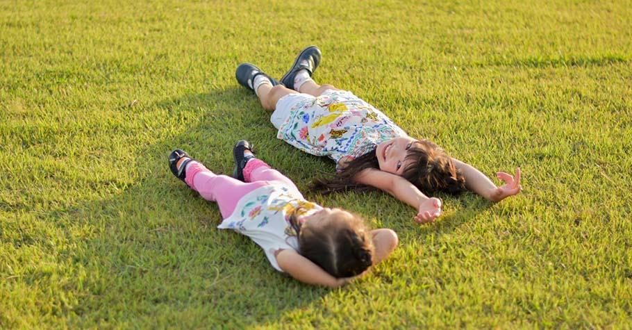 讀書彎腰駝背、肚子突突、甚至無法專注;物理治療師:1分鐘趴姿,鍛練孩子從內到外的核心力