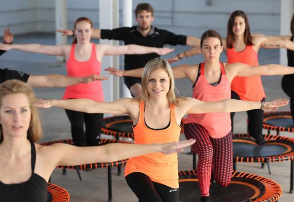 把肌力跳回來!國外流行的彈跳運動,在家中用跳躍鍛鍊全身肌肉