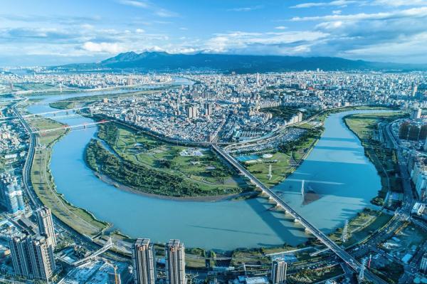 50+城市學|熟齡友善城市大調查:6成網友認為居住地對長者不友善!一座城市,該怎麼善待老後的我們?