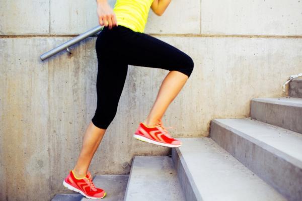 如何預防老後臥床?日本運動專家:走路、爬樓梯時,這樣練腳掌