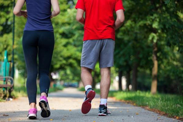 如何走路,才能避免膝軟骨磨損?日名醫:注意5件事,膝蓋才能愈走愈強健