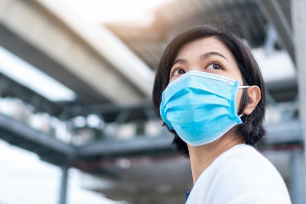 戴口罩也要美美的!專家傳授臉變小、鼻變挺、不脫妝的4個小心機