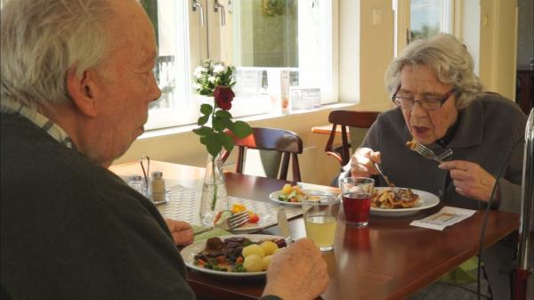 日本蘆花安養院,讓老人開心吃飯直到生命結束的前一刻