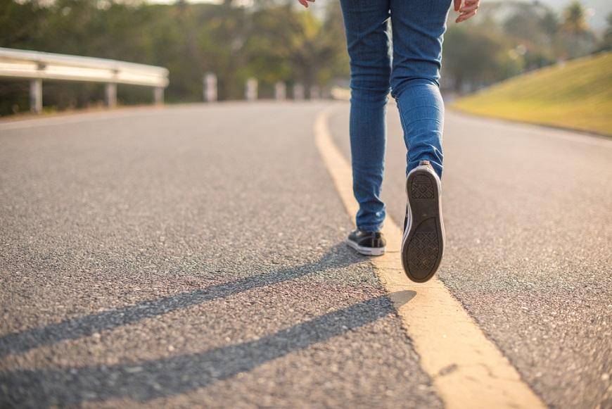 身形走樣,可能是走路姿勢出問題!50後讓視覺減齡的優雅走路法
