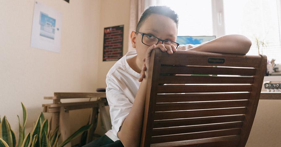 讓孩子擁有空白時間,即使看起來困惑發呆、無所事事,也都沒關係,給他時間消化所有的疑惑、想清楚自己想要學習什麼