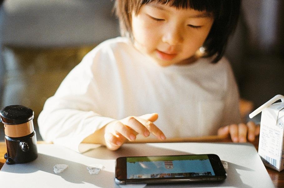 你家小孩有沒有網路成癮的問題?諮商心理師分享4大症狀、診斷量表及陪伴方法