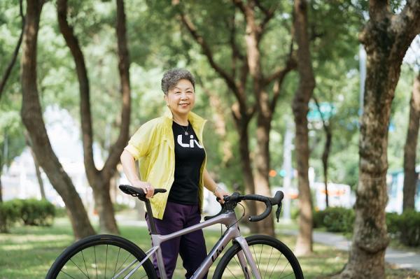 71歲日騎單車130公里!巨大集團董事長杜綉珍:人生如騎行,想去哪我自己決定