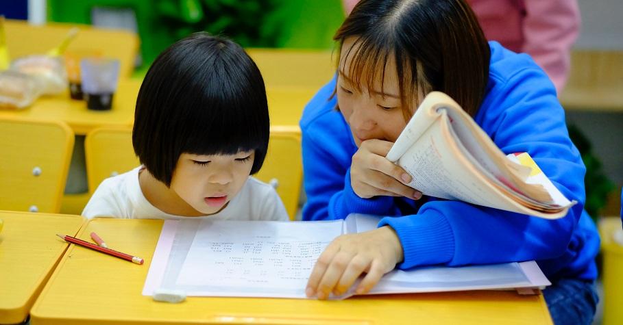 父母親師溝通做得好,讓老師成為孩子生命中的貴人!「夾心餅乾式」溝通法,讓溝通更順利