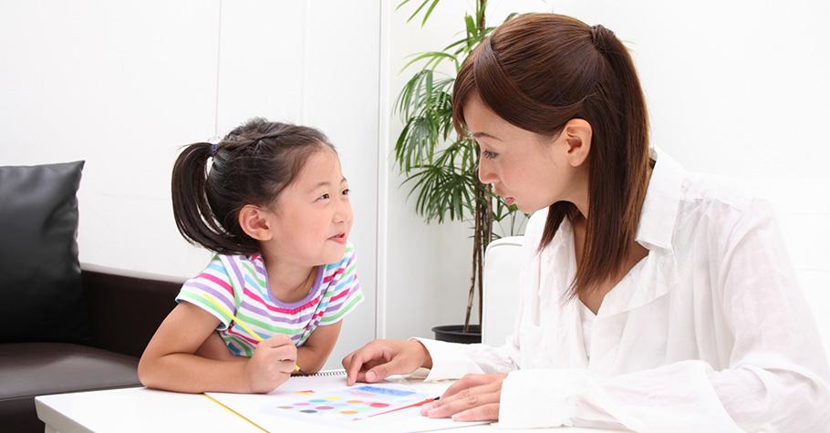 家長該在乎的不只是成績,如果孩子在學校出現問題或者讀書狀態不對勁,家長一定要做好溝通的工作