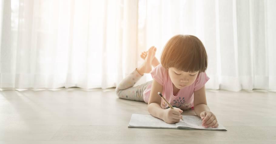 孩子情緒失控,與其對他說「別鬧了!」不如教孩子把不開心的事寫下來,讓書寫成為孩子安定自己的力量