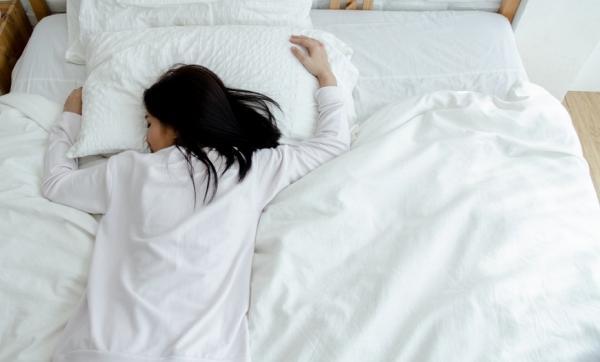 失眠、睡不飽、夜間頻尿?醫師:10個新生活習慣,養成好睡體質