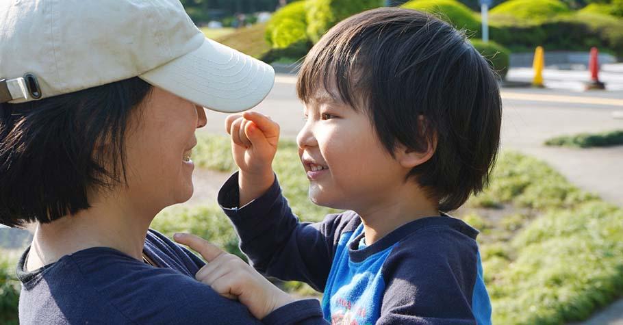 接納不是語言表面上的「我理解你」,而是忘掉自我,真實去體驗孩子的感受