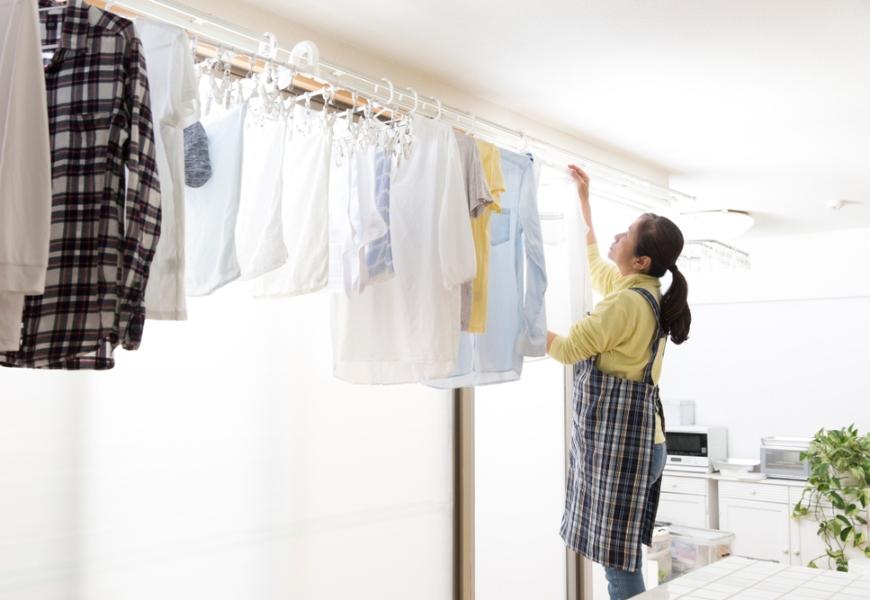 做家事也能練肌力!澆花、拖地、曬衣加1個動作,就能防止老後跌倒