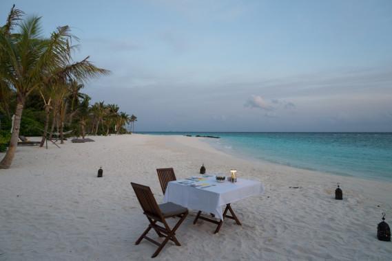 【梁旅珠專欄】海、夕陽、沙灘晚餐,馬爾地夫天堂般的旅行