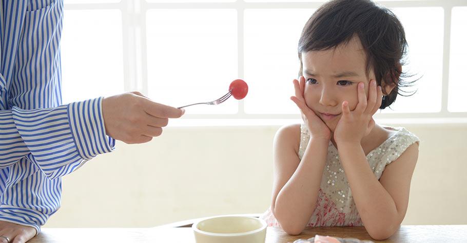 硬逼孩子吃他不敢吃的食物,只會造成心理陰影,讓孩子更討厭它!營養師教爸媽這樣做...