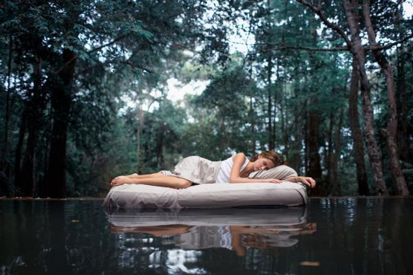 太安靜反而睡不好!睡眠名醫:來點「白噪音」更易眠