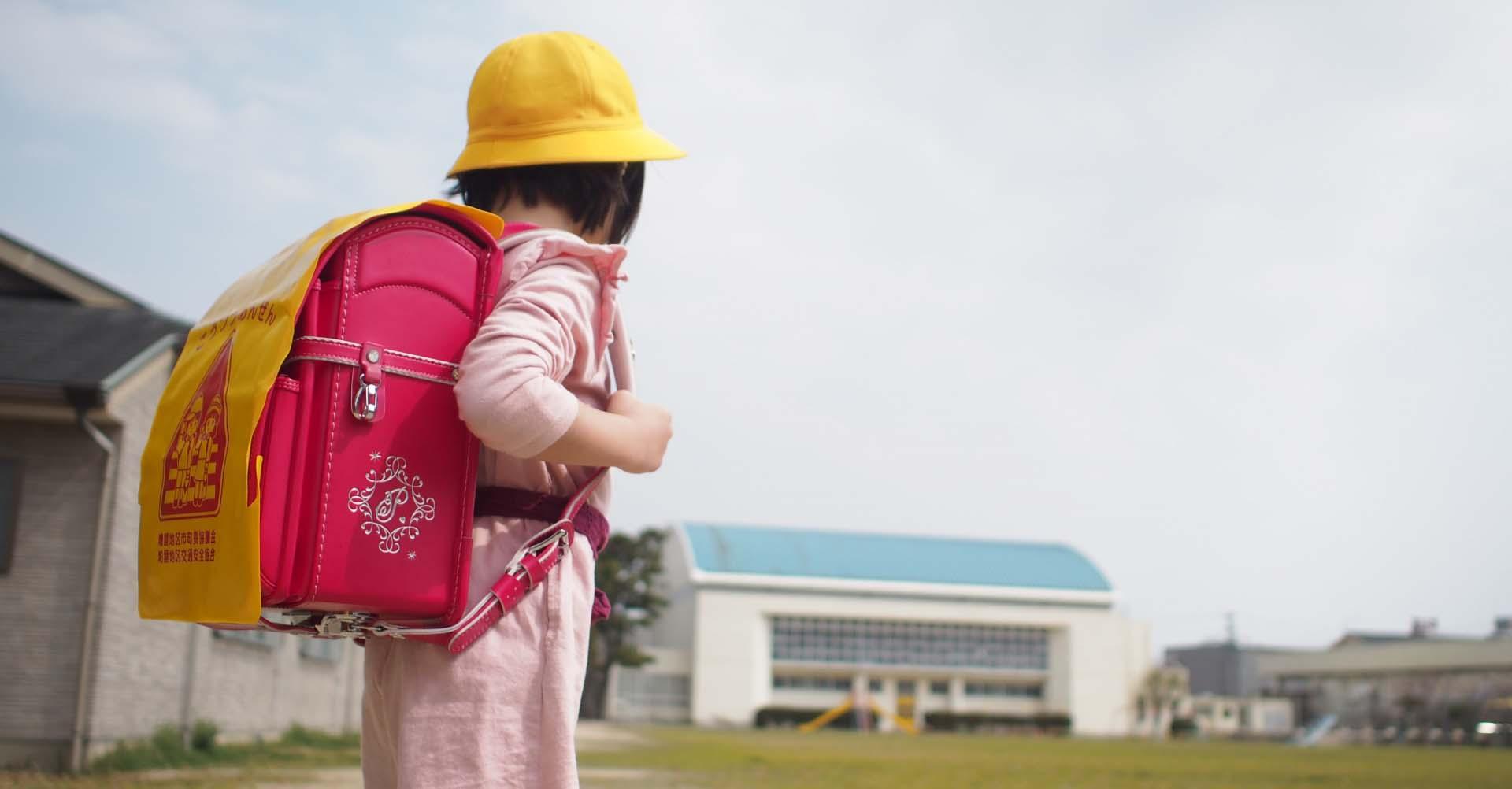 開學了爸媽好緊張,其實學校也同樣緊張...只要足夠的陪伴與適當的放手,這些過程就會成為孩子心靈成長的養分