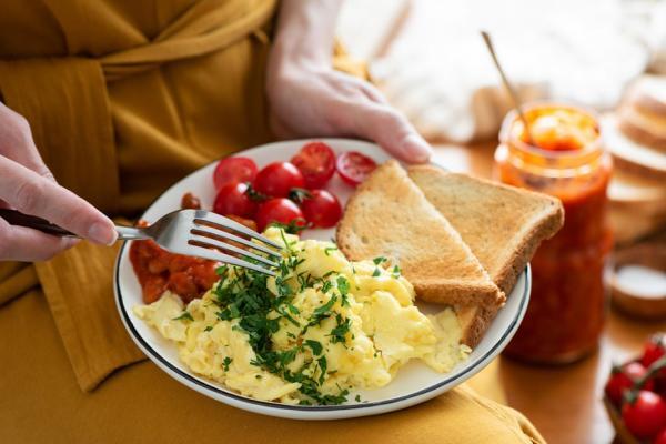 防掉髮皺紋要吃蛋白質!醫師:早餐吃效果最佳,多做一件事更能增肌減脂